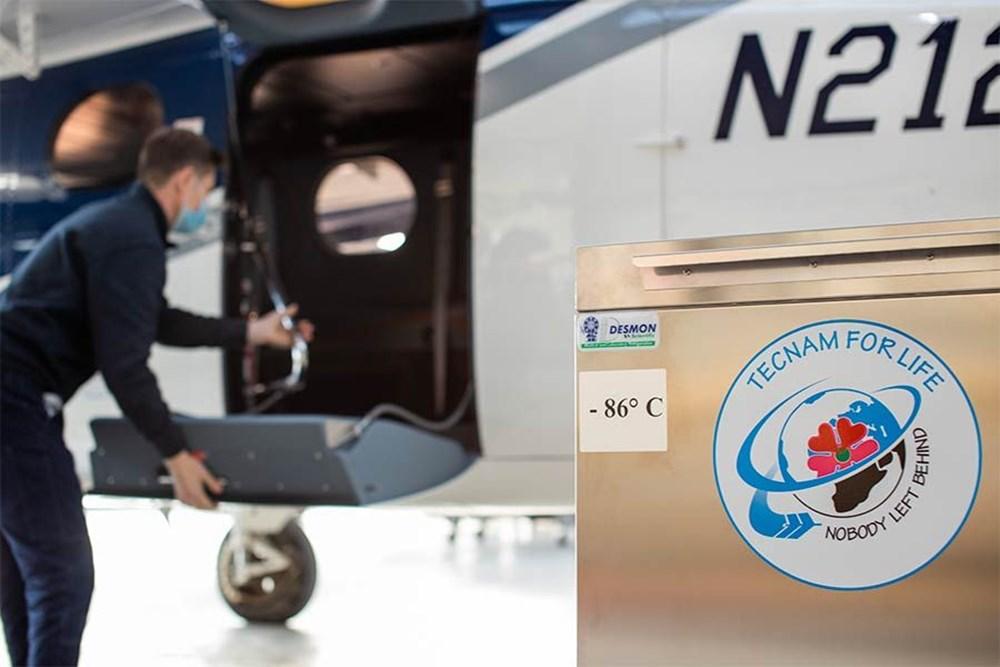 Yolcu uçağı, Pfizer/BioNTech aşısını taşımak için devasa bir dondurucuya dönüştürüldü - 4