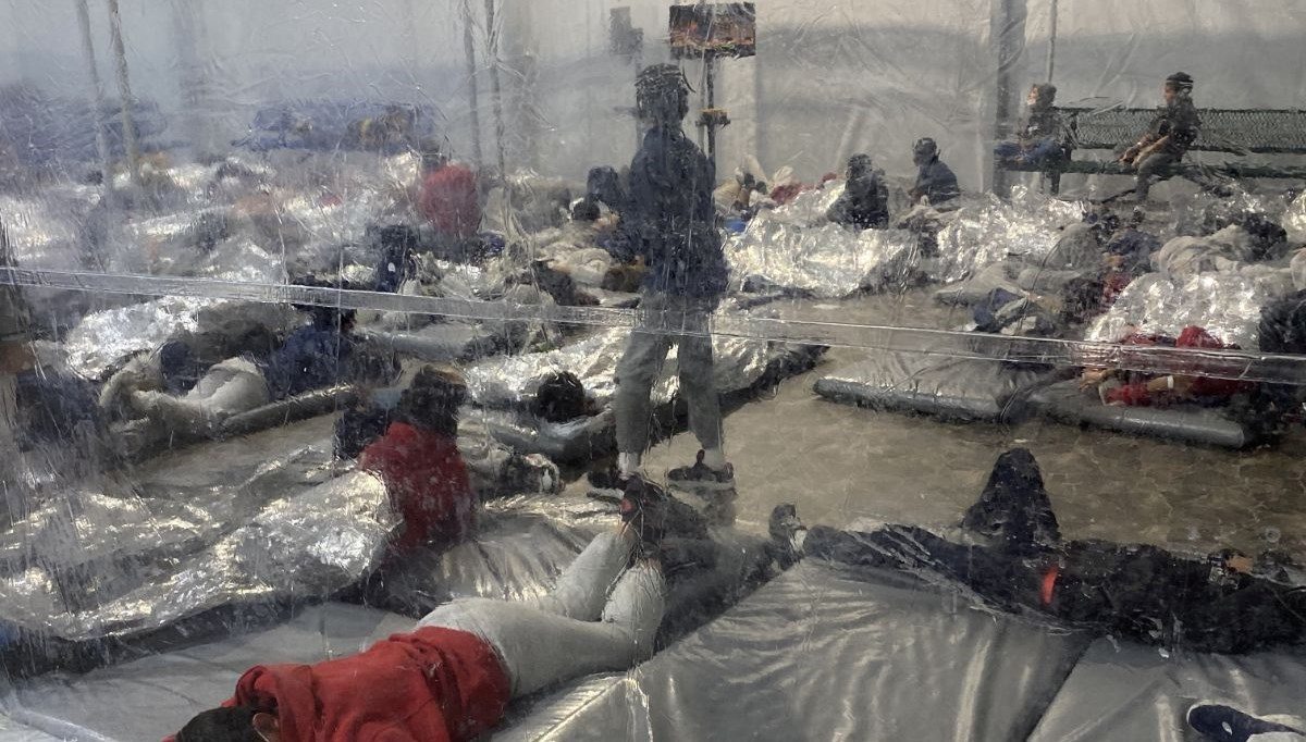 US President Joe Biden fails: Hundreds of immigrants lie down in unsanitary conditions in camp on the U.S.-Mexico border