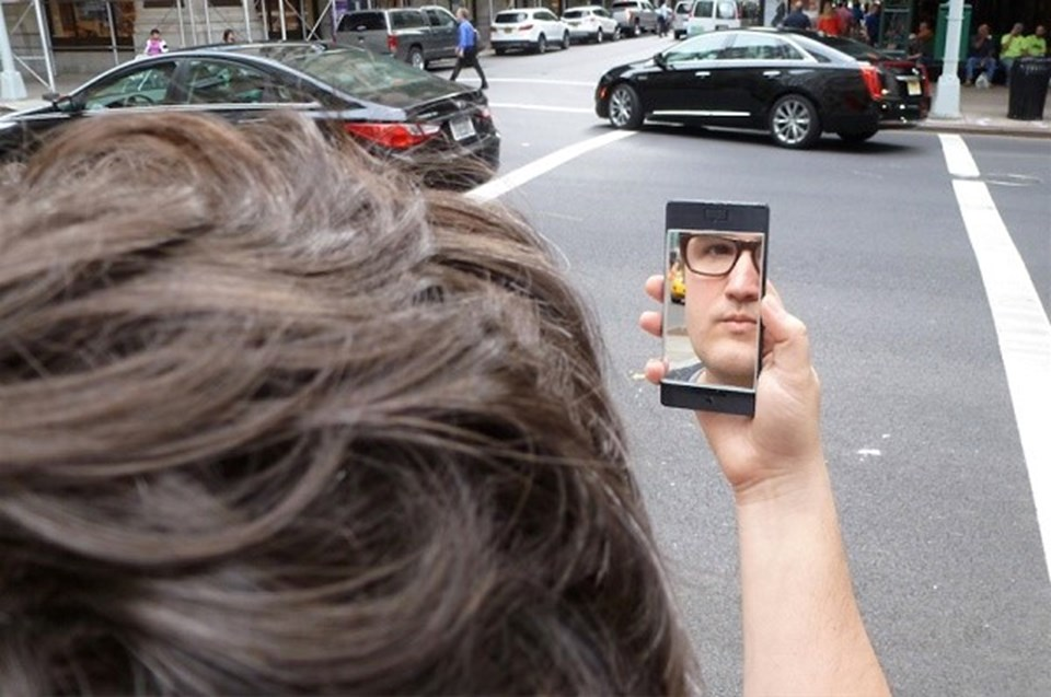 NoPhone Selfie modelinin fiyatı 15 dolar...