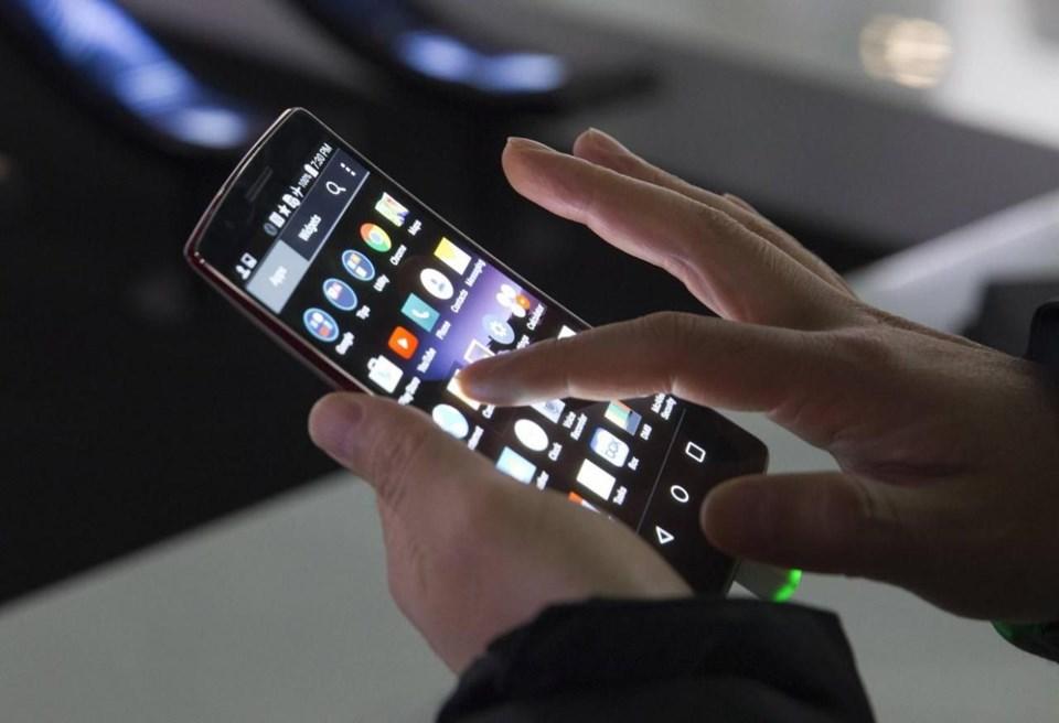PİYASADAKİ EN İYİ AKILLI TELEFONLAR VE ÖZELLİKLERİ (İPHONE MU, ANDROİD Mİ?)