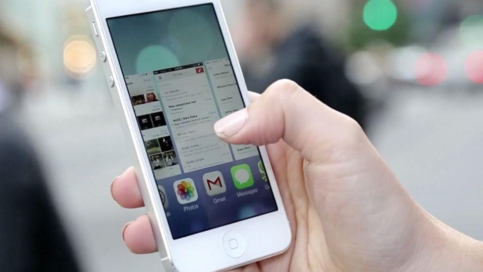 Apple iOS 7'yi sundu