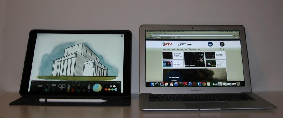iPad Pro'nun kenarındaki akıllı bağlantı noktasından cihazla birleşen ve içindeki iletken kumaş sayesinde çift yönlü güç ve veri akışına olanak veren 'Smart Keyboard' 649 TL fiyatıyla raflardaki yerini aldı.