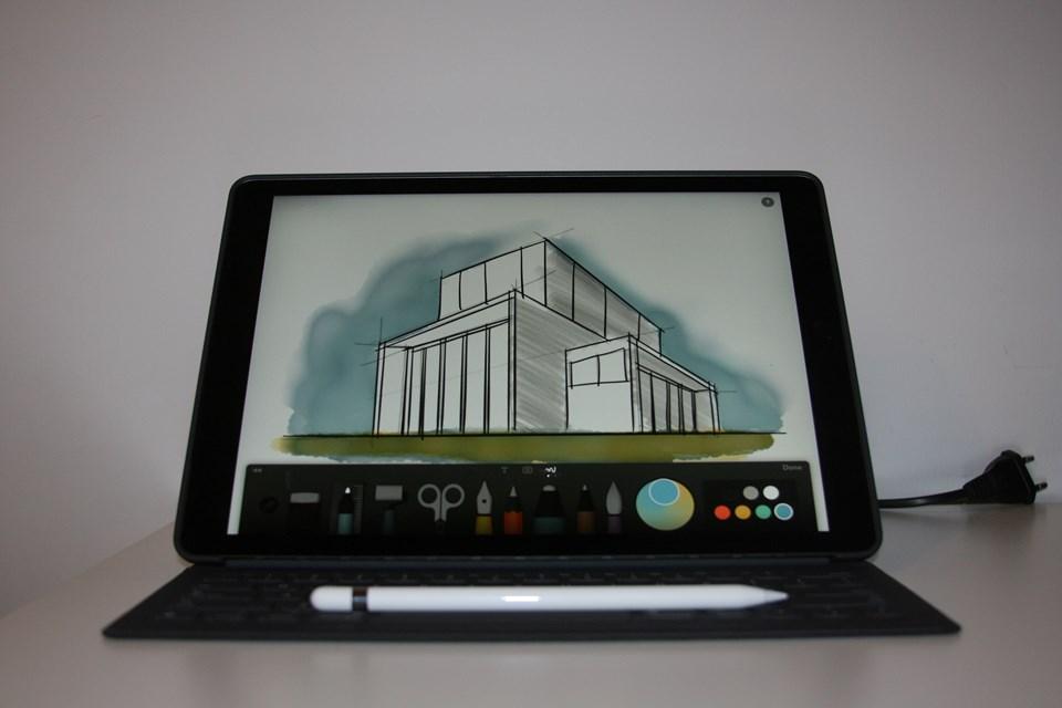 Kömür grisi renk seçeneğiyle gelen 'Smart Keyboard' 649 TL fiyatıyla raflardaki yerini aldı.