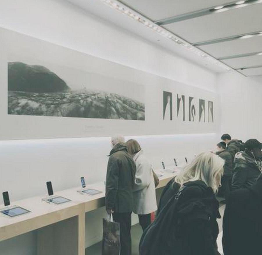 Kampanya kapsamında Apple Store'lar sanat evlerini andıran bir görüntüye kavuşacak.