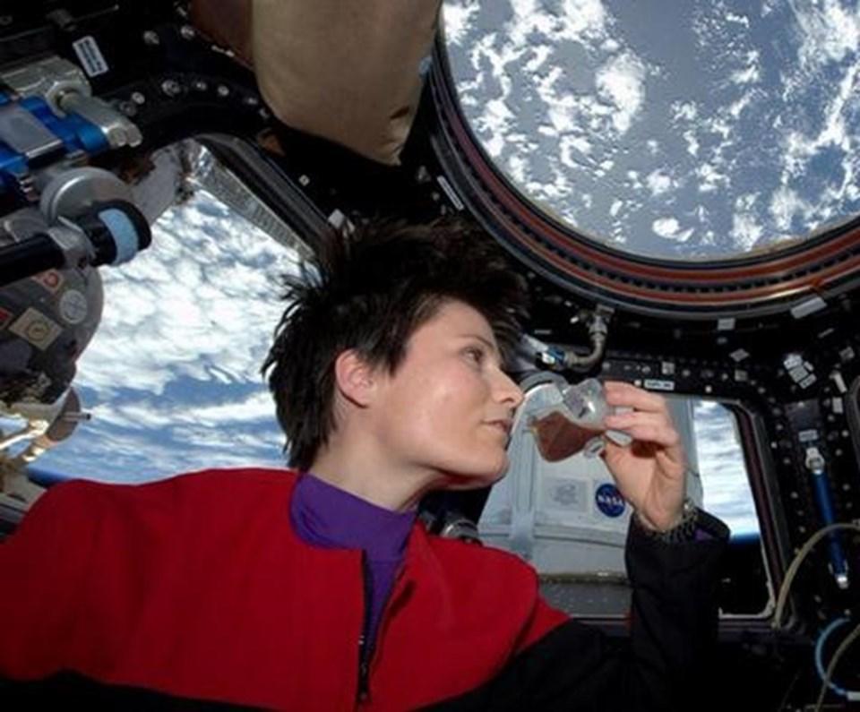 Aralarında İtalya'nın ilk kadın astronotu Samantha Cristoforetti'nin de bulunduğu üç kişilik ekip geçen yılın kasım ayında ISS'e ulaşmıştı.