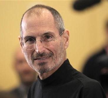 Apple Computer Inc.'nin kurucu ortaklarından olan ve Apple'ın CEO'su olarak çalışan Jobs 2011 yılında hayatını kaybetmişti.