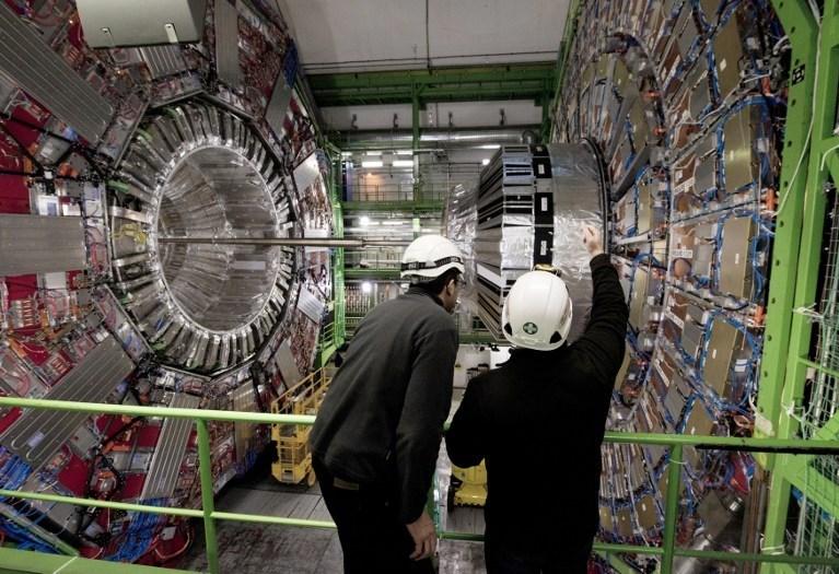 Avrupa Nükleer Araştırma Merkezi (CERN) Büyük Hadron Çarpıştırıcısı'ndaki kısa devrenin cumartesi günü tespit edildiğini açıkladı.