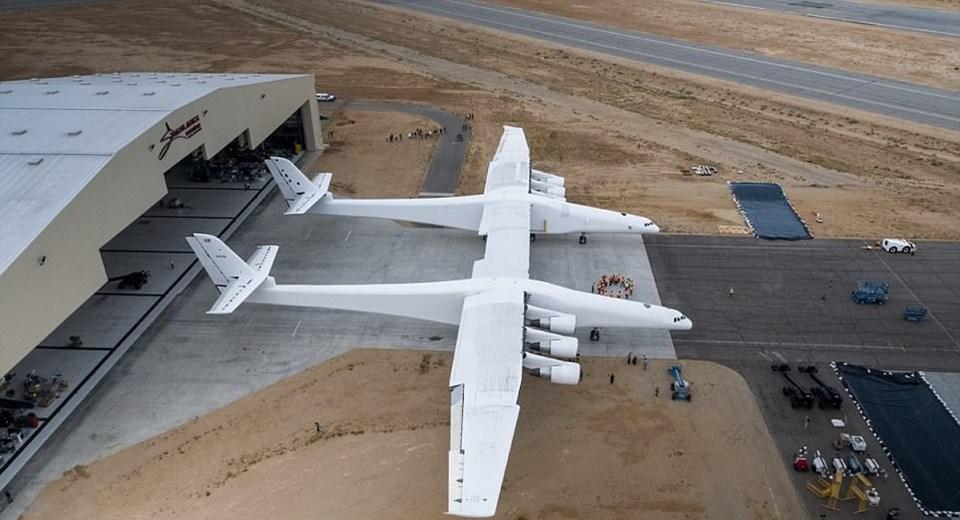 Dünyanın En Uzun Kanatlı Uçağı ile ilgili görsel sonucu