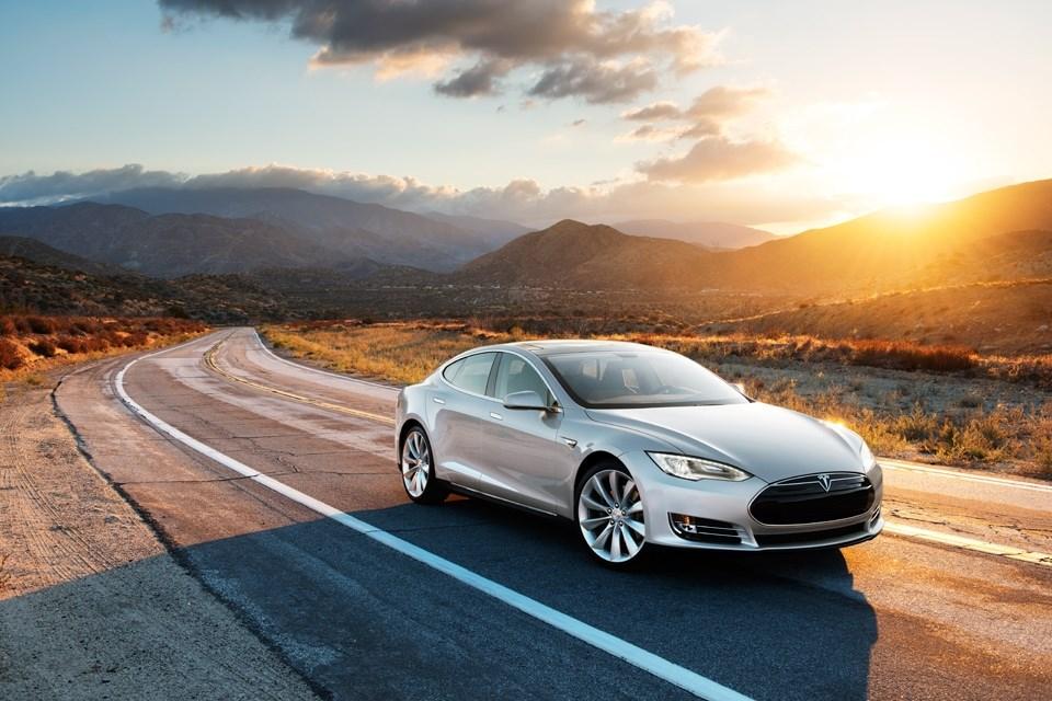 Tesla elektrikli otomobiliyle ABD'yi turlayın