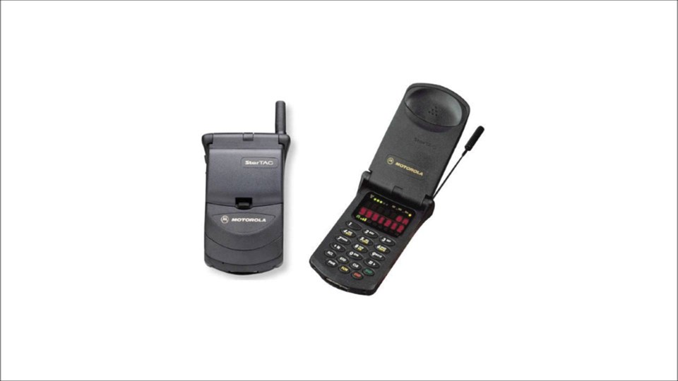 19- MotorolaStarTAC