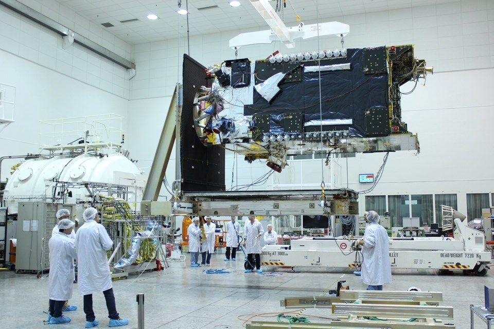 Amos-6 isimli uydunun 2016'da hizmete girmesi bekleniyor.