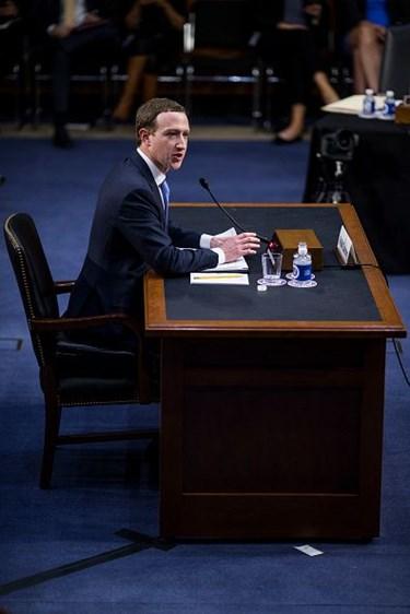 mark zuckerberg ifade ile ilgili görsel sonucu