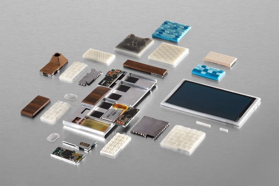Alışık olduğumuz akıllı telefonlara kıyasla oldukça yenilikçi bir yapıya sahip olacak cihaz, ana gövdeye onlarca modüller parça eklenmesine ve bu sayede kullanıcının kendi cihazını tasarlamasına olanak sunacak.