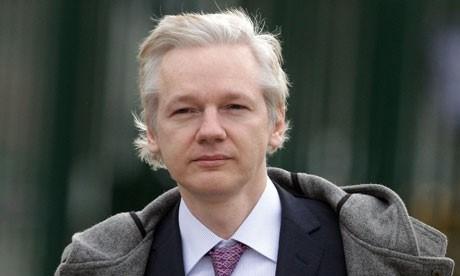 Cinsel istismar suçlaması ile İsveç'e iadesi istenen Assange, 2012'den beri Ekvador'un Londra'daki elçilik binasında yaşıyor.