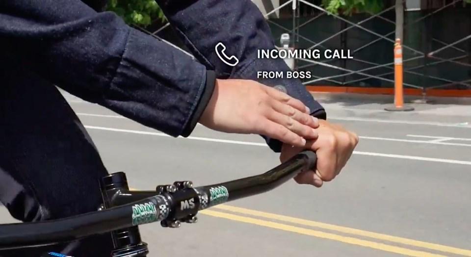 Kullanıcılar cekete yaptıkları dokunuşla gelen aramaları cevaplayabiliyor.