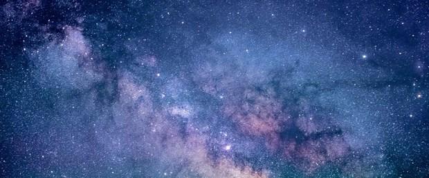 bilim-insanlari-kesfedilen-kara-deligin-evrendeki-en-eski-gokcismi-olabilecegini-soyledi_1529_dhaphoto1.jpg
