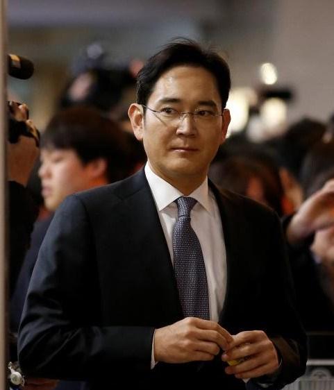 ABD'nin Washington eyaletinde dünyaya gelen 48 yaşındaki Lee, 1991'den bu yana Samsung'da çeşitli görevler üstelendi.