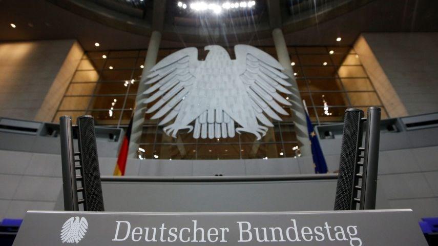 Resmen açıklanmasa da hükümete yakın kaynaklara dayandırılan haberlerde Alman Parlementosu'na yapılan saldırının arkasında 2016 yılında Demokratik Ulusal Komite'nin maillerinin hack'leyen grubun olduğu bilgisine yer veriliyor.