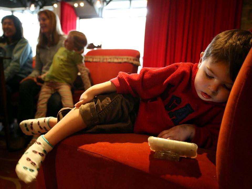 Son yıllarda çocuklarda artan obezitenin bir sebebi olarak da bu oyunlar gösteriliyor.