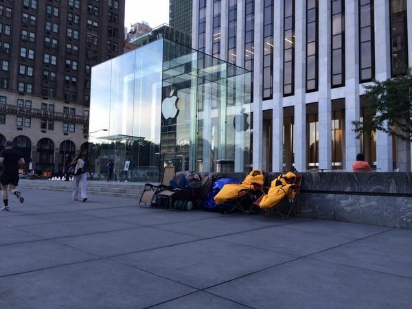 iPhone 6 uğruna sokakta sabahladılar