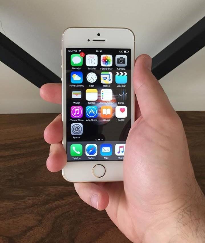 4 inç'lik ekrana sahip olan iPhone SE'de 64 bit A9 işlemci ve M9 hareket yardımcı işlemci yer alıyor.