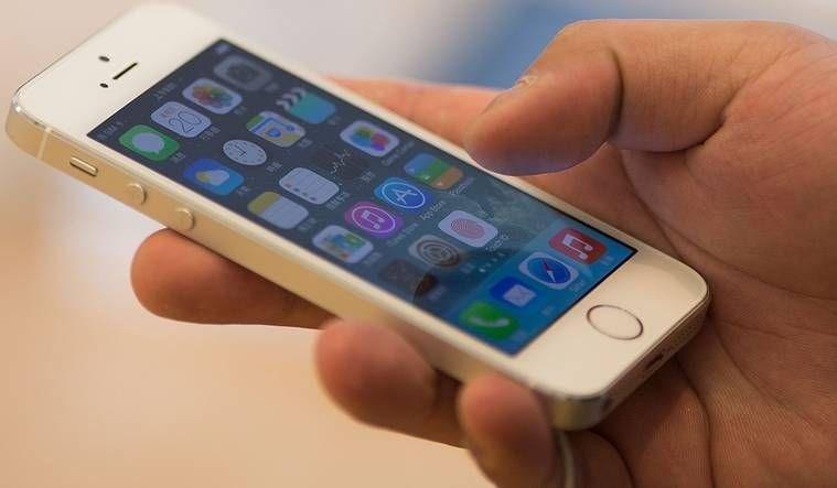 Apple'ın ilk defa iPhone 6S'te yer verdiği 3D Touch sayesinde kullanıcılar, parmakları ile ekrana uyguladıkları farklı dokunuşlar sayesinde farklı komutlar verebiliyor. Ancak bu özellik iPhone SE'de bulunmuyor.