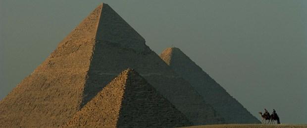 giza piramitleri.jpg