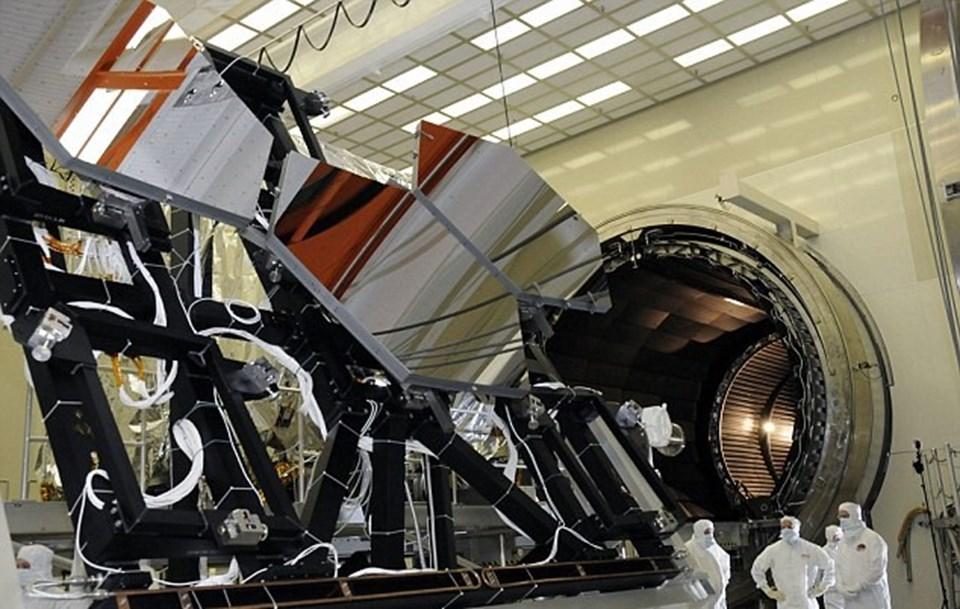 James Webb Teleskobu Ekim 2018'de yörüngeye taşınacak ve görevine başlayacak.