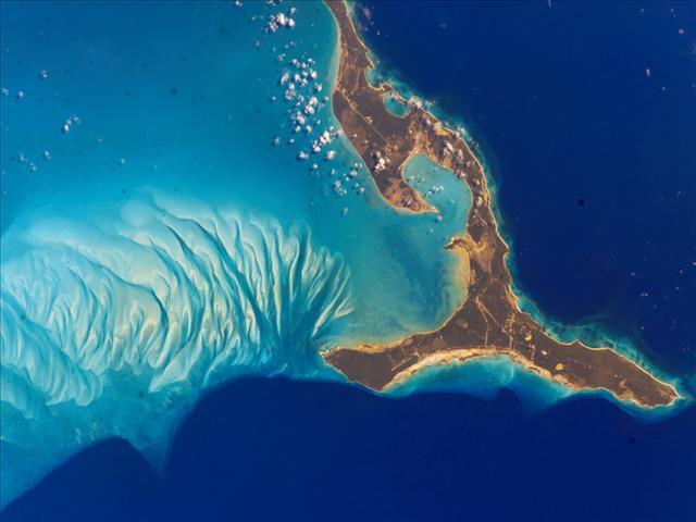 Bahama Adalar sistemi içinde yer alan Eleuthera, okyanusu turkuaz ve mavi olarak ikiye ayırmış.