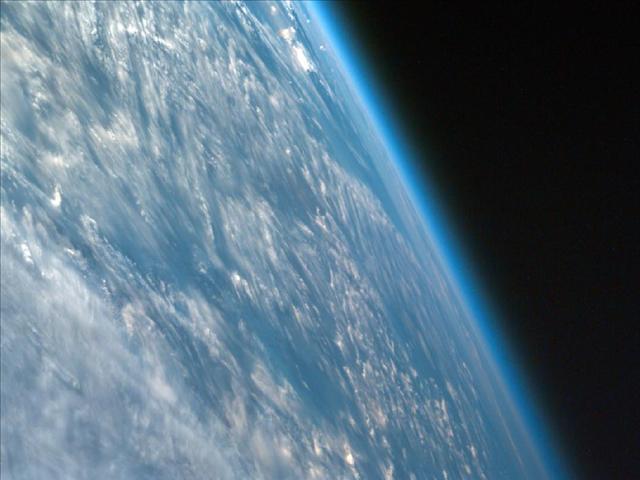 Güneydoğu Afrika'nın yatay açıyla çekilen bu fotoğrafında Dünya'nın eğimi ve atmosferi açıkça seçiliyor.