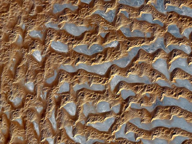 Arabistan Yarımadası'ndaki Rub-al Halil, en büyük kum çöllerinden biri... Çölün bu fotoğrafı 2 Aralık 2005'te çekildi.