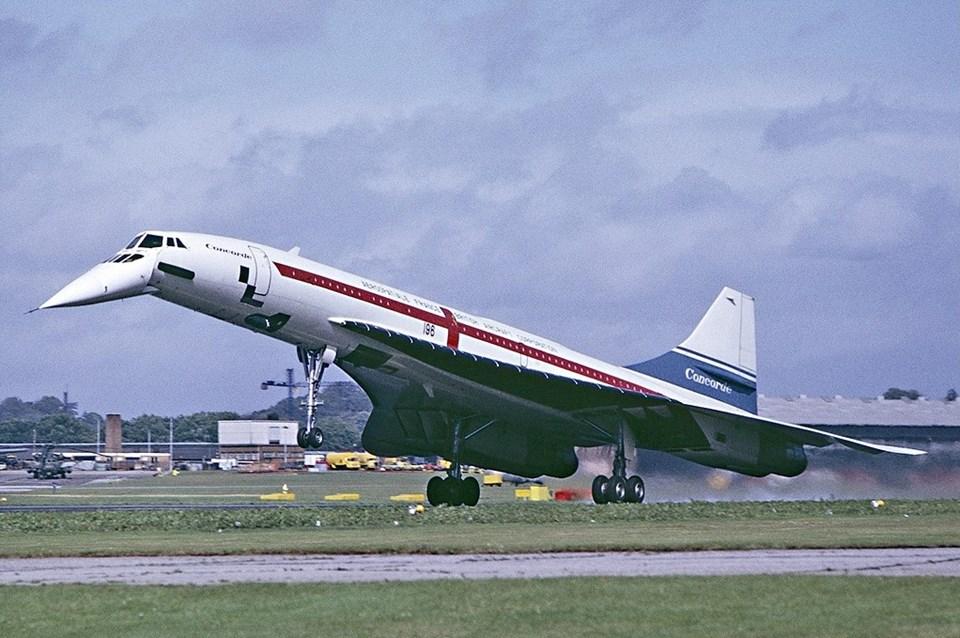 İngiliz-Fransız ortak yapımı Concorde, Londra-New York arasını üç buçuk saatte uçuyor.