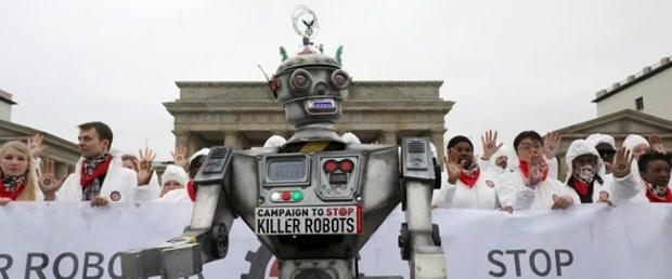 katil-robot-protesto.jpg