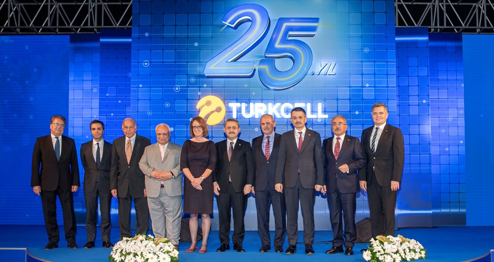 Turkcell yönetimi 25'inci yılresepsiyonunda...
