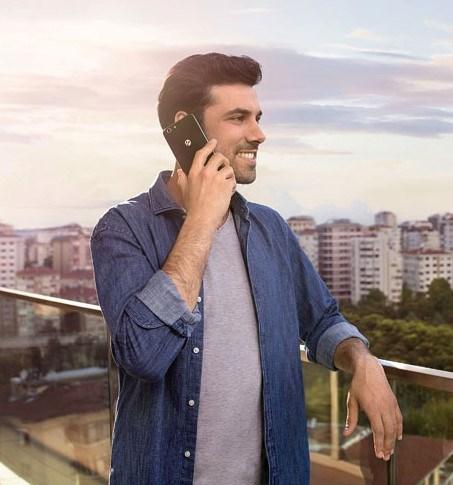 Turkcell'in altı senede 10 farklı akıllı telefon ve tablet geliştirerek kurduğu T serisi ailesi bugüne kadar 2.5 milyona yakın satılırken, yeni geliştirilen T70 ayda 25 TL, T Tablet ise ayda 19 TL'ye satılacak.