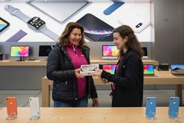TÜRKİYE'DE İLK iPHONE XS MAX'İ O SATIN ALDI