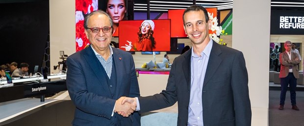 Turan Erdogan & Ariel Spivak (Google Android Auto, Android TV and IoT Partnerships Director).jpg