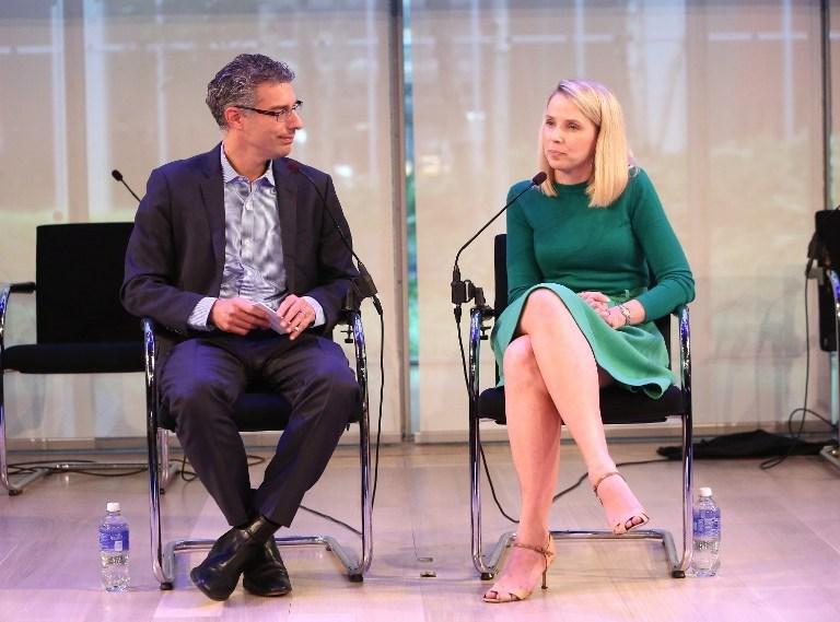 Yahoo'nun CEO'su Marissa Mayer (sağda) şirketin bu yıl yüzde 33 değer kaybetmesinin ardından şirketi kurtarmak için radikal bir karar alarak yıl sonuna kadar iş gücünü yüzde 15 oranında azaltacak karara imzasını attı.