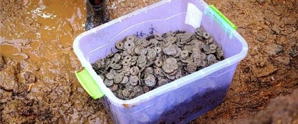 cinde-yaklasik-bin-yillik-5.6-ton-madeni-para-bulundu_2916_dhaphoto1.jpg
