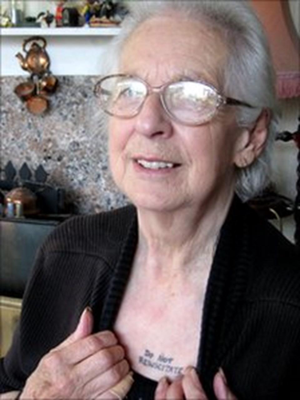 Joy Tomkins'in dövmesi