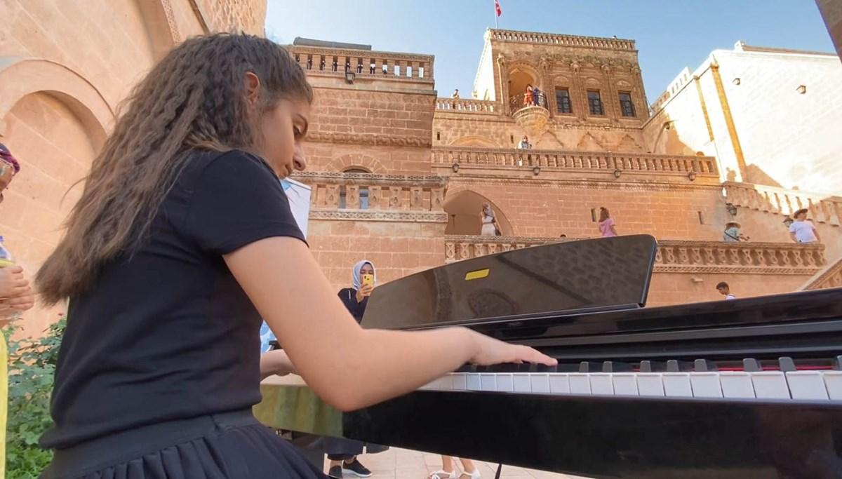 Tarihi konakta 12 yaşındaki Arin'den piyano resitali
