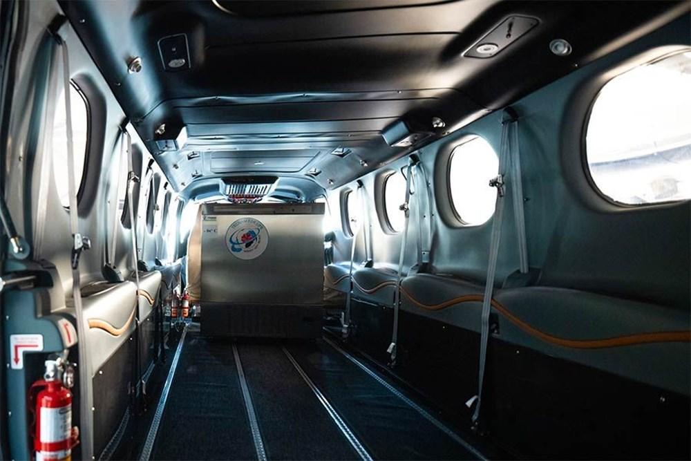 Yolcu uçağı, Pfizer/BioNTech aşısını taşımak için devasa bir dondurucuya dönüştürüldü - 3