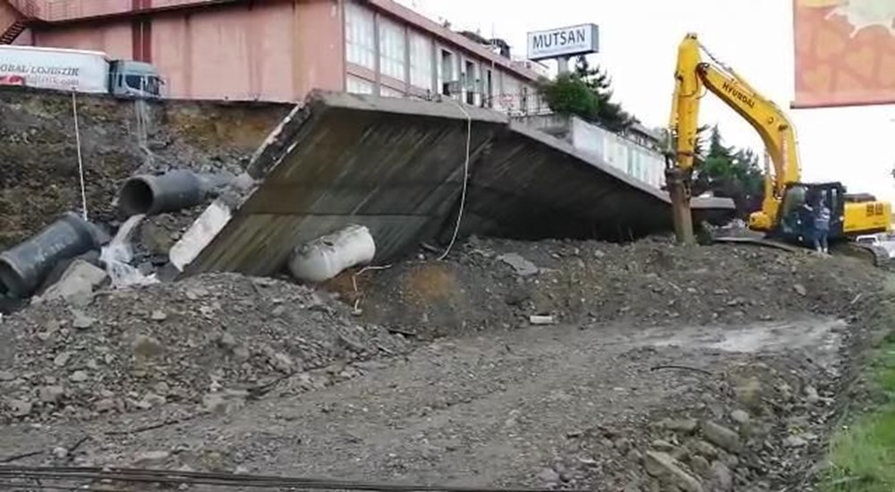 İstanbul'u sağanak vurdu: Evleri su bastı, araçlar mahsur kaldı - 11