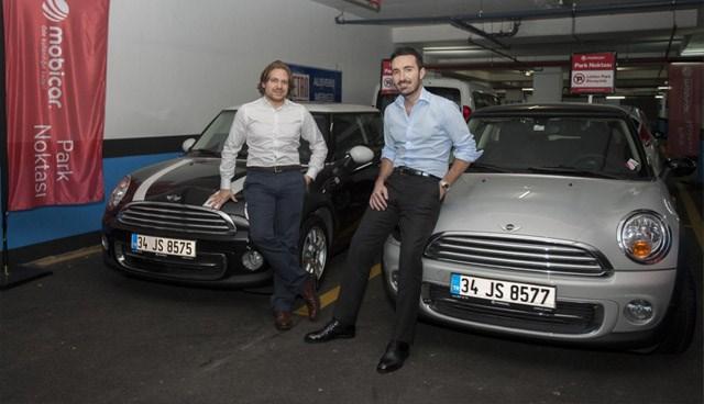 Mobicar kurucuları Emir Dino Günel (solda) ve Erben Öztürk.