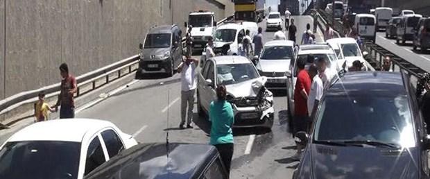 yola-dokulen-yag-kazasi-15-arac-birbirine-girdi-4-kisi-yaralandi.jpg