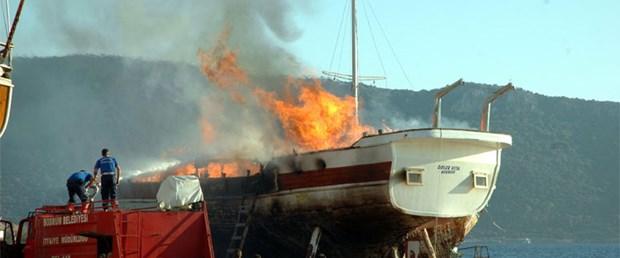 17 metrelik tekne kül oldu