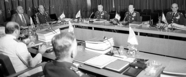 1977'deki krizin ardındaki darbe girişimi