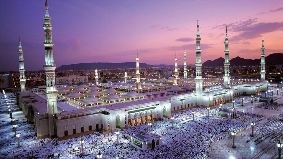 Berat gecesi, Kur'an-ı Kerim'in Levh-i Mahfuzdan dünya semasına toptan indirildiği gecedir. Bunainzaldenir.