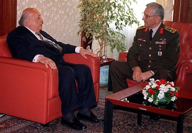 Demirel, Erbakan'ı ters köşeye yatırdı