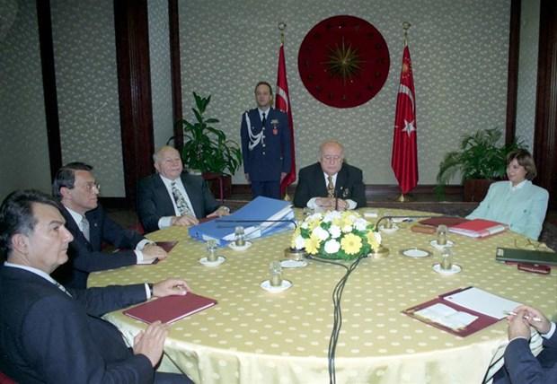 Koalisyon Meclis'i karıştırdı